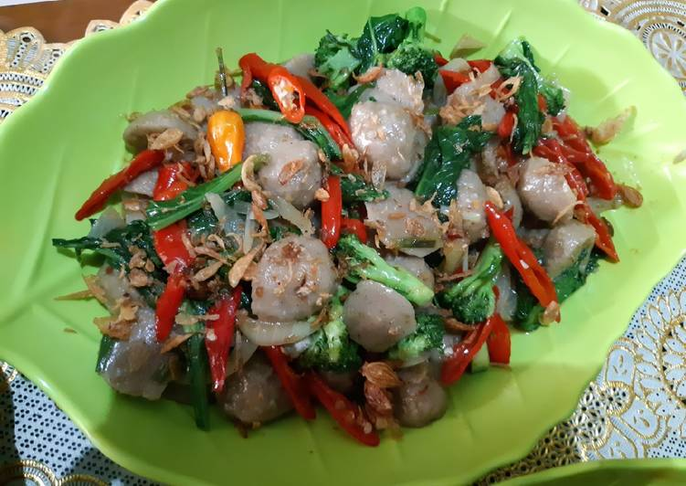 Tumis bakso sayur sawi daging ala resto