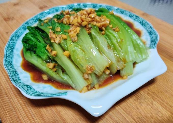 Lettuce in oyster sauce served in 5 minutes