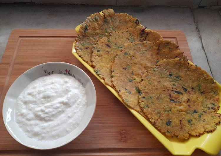 Having This 14 Superfoods Is A Superb Way For Better Health, Jowari methi pyaaz rotla with curd