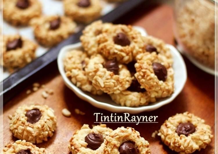 Langkah Mudah untuk Menyiapkan Peanut Choco Thumbprint Cookies renyah+step by step, Lezat