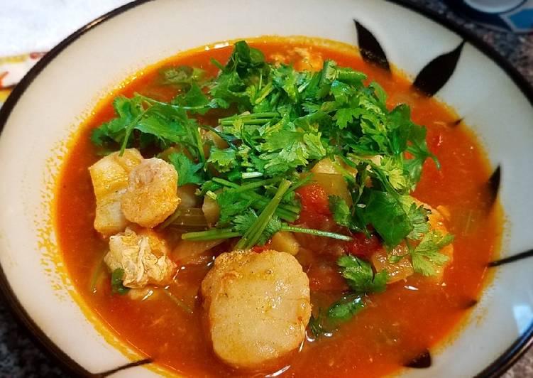 Sea scallops in tomato onion soup
