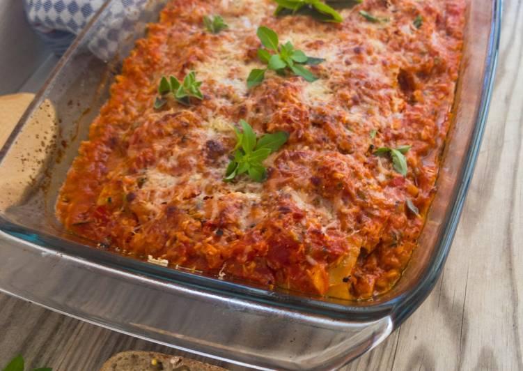 Cannelloni mit Tomaten-Hähnchen-Füllung und mediterranen Kräutern