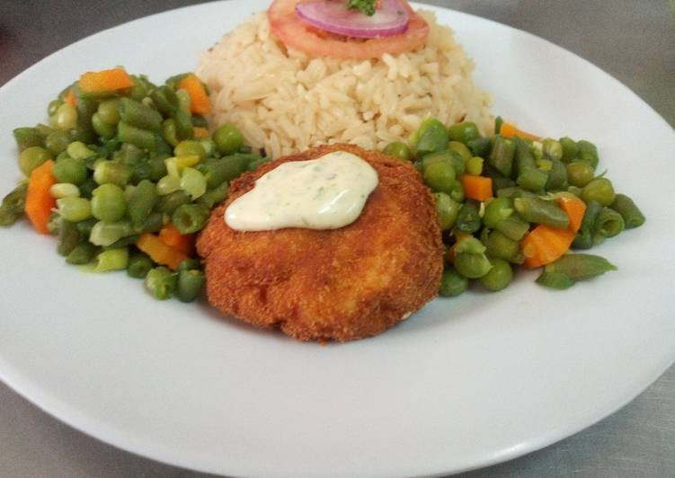 Fish fillet in breadcrumbs,braised rice and mixed vegetables