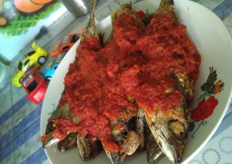 Ikan cue goreng balado