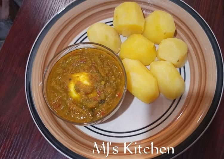 Boiled potatoes and avocado soup
