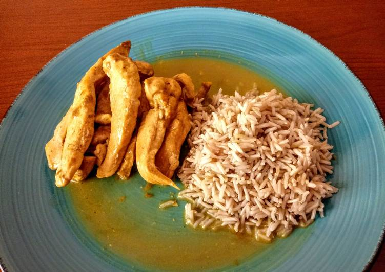Pollo al curry de coco con arroz basmati integral