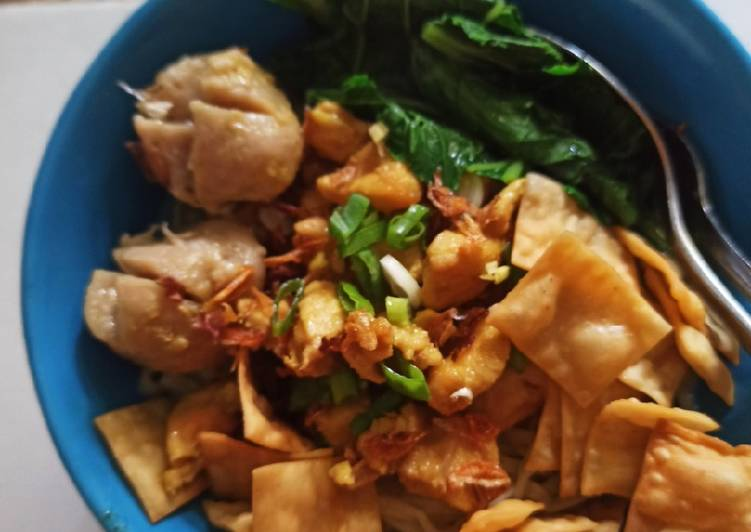 Mie Ayam Komplit (jamur, baso, ceker, krupuk pangsit)