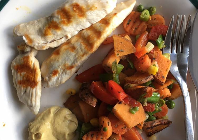 Grilled chicken with fried sweet potato and veggies