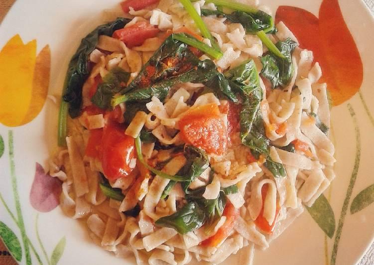 Tagliatelle di farro con spinaci e pomodoro(ricetta light)