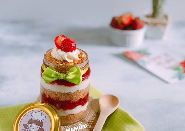 Strawberry Cheese Cake in Jar (No Bake)