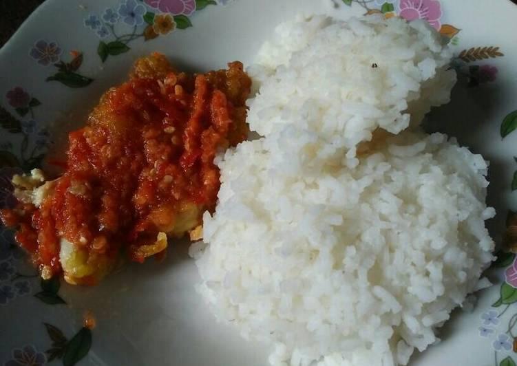 Bagaimana Menyiapkan Ayam geprek super simpel, Lezat