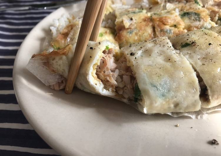 WFH special - mimic Taiwanese Dan Bing (rolled egg crepes) 🥚