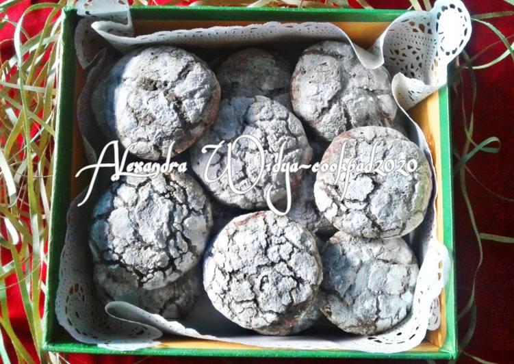 Fugy Chocolate Crinkle Cookies