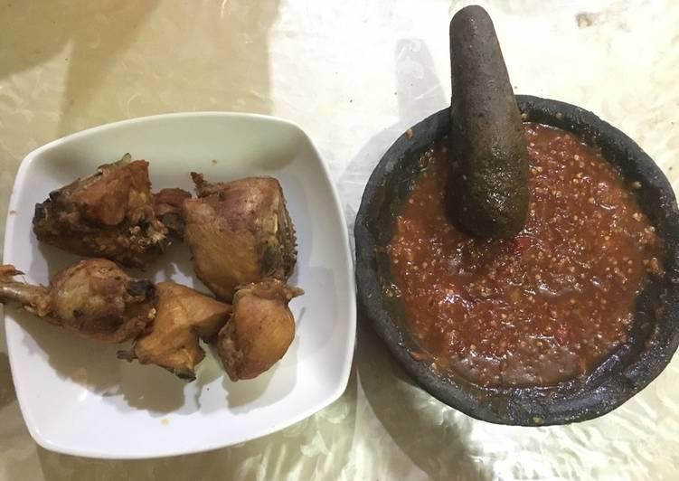Ayam goreng sambal lalapan lamongan