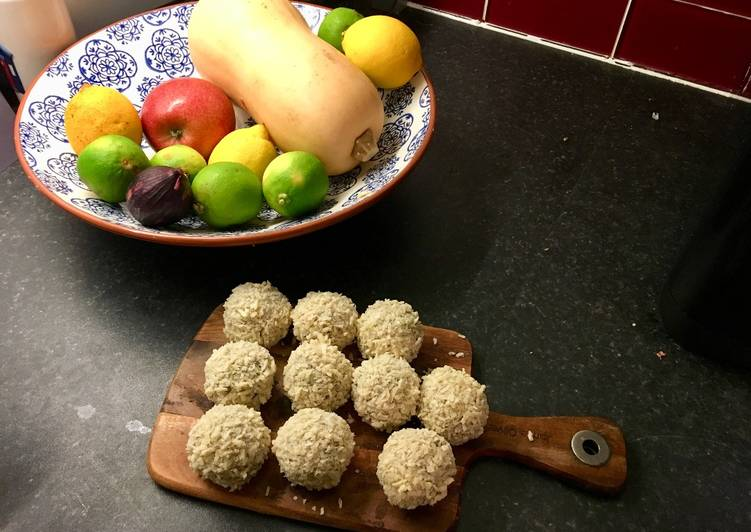 Arancini ai formaggi - deep-fried, risotto balls with melting cheese middle
