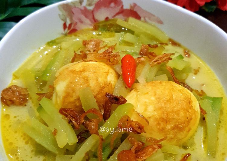 Gulai Labu Siam (Lontong Sayur)