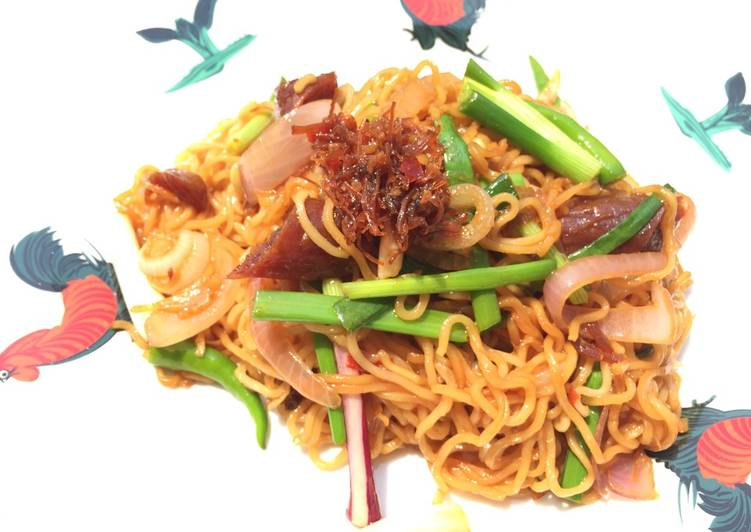 How to Cook Perfect Spicy Mee Goreng With Onion And Chinese Sausage
