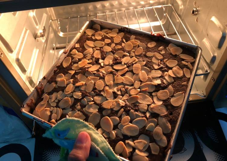 Brownis Panggang Almond telur 4 mantap