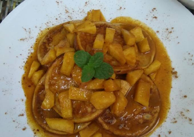 Pancake with Apple Cinnamon Sauce