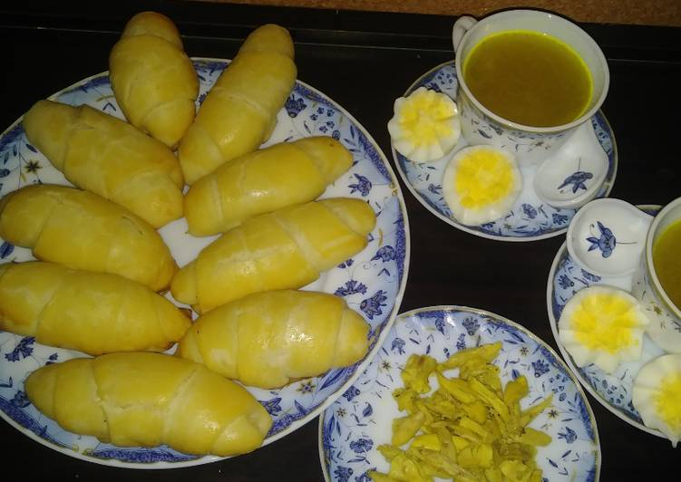 Butter roll with sweet filling