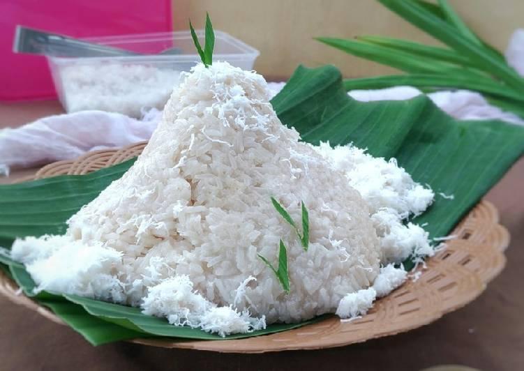 Tumpeng Nasi Ketan