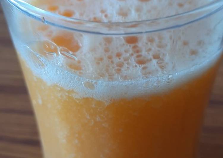 Papaya and orange smoothie