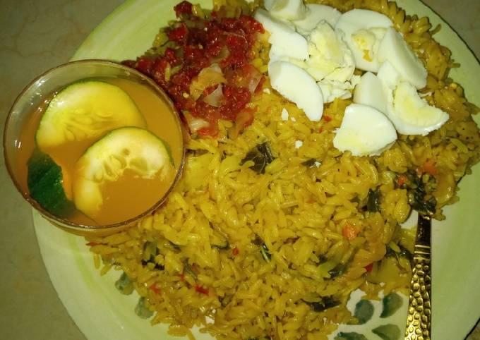 Jollof rice macaroni boiled egg en sauce and mango juice