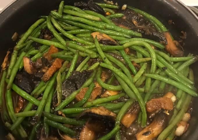 Haricots verts, ail et champignons
