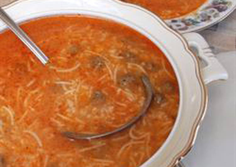 Tomato soup with meatballs - shorbet eama