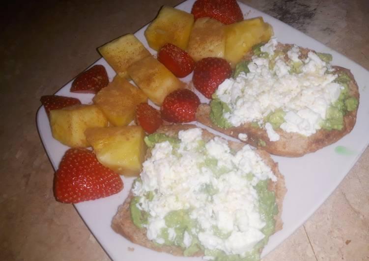Merienda saludable💪🏼 tostadas con aguacate y frutita
