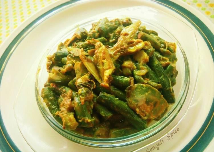 Taro Stolon Curry Mixed with Hilsha fish Head (Bengali dish) 💛