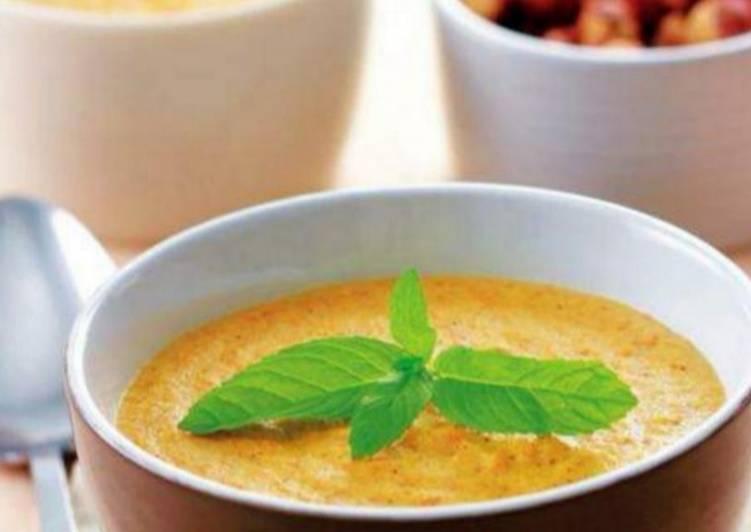 Sopa de avellanas con manzana