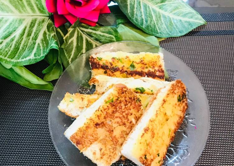 Fettuccine Alfredo pennie pasta 🍝 with garlic 🥖 bread