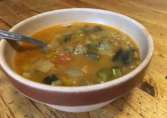 Soupe de légumes à l'os de bœuf et épices tandoori