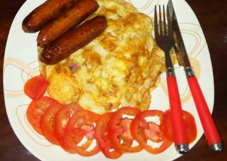 Fried eggs and sausages.. garnished with tomatoes