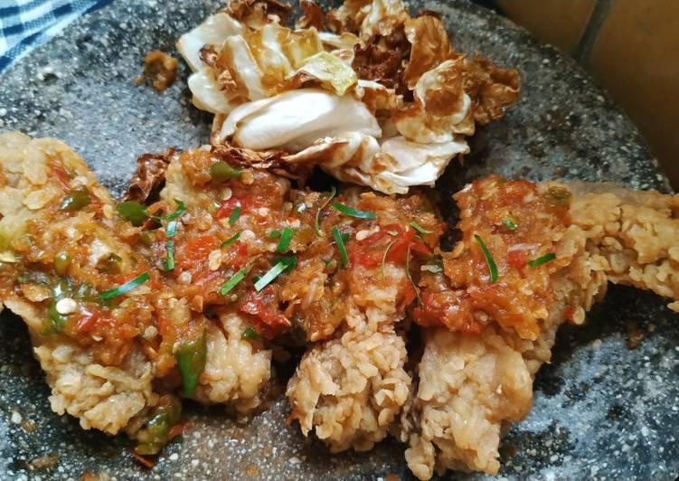 Ayam Krispi Geprek Sambal Bawang
