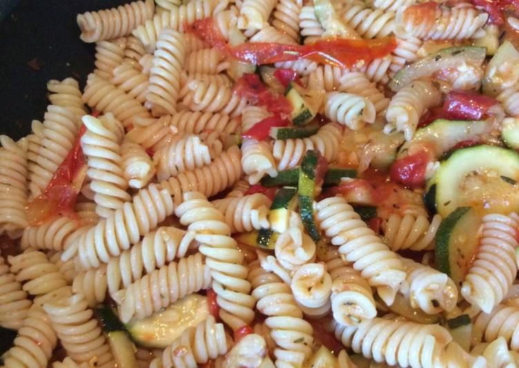 Salade de pâtes aux légumes du soleil