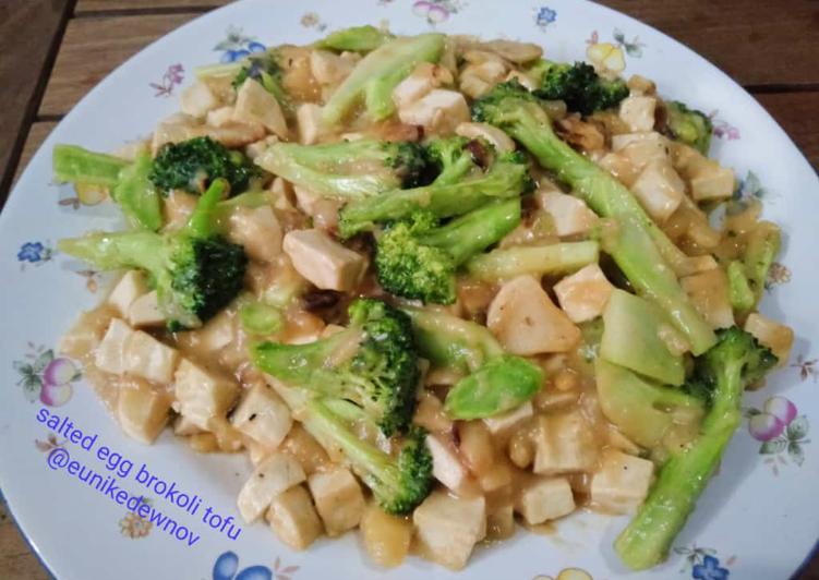 Brokoli tofu saus telur asin