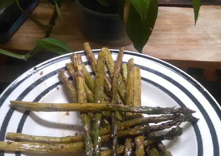 Recipe: Yummy Brad's lemon herb asparagus