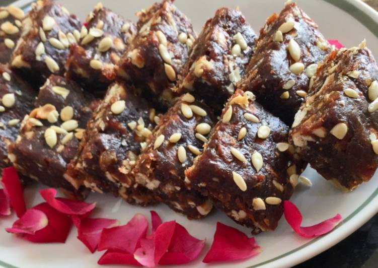 Dates & Nuts Energy Bar :::