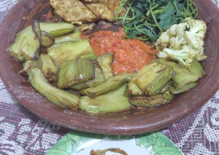Sambel trasi (utk penyetan tempe,terong,bunga kol,daun ubi/telo/cemeding)