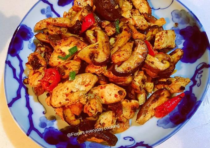 Stir fried chicken breast with Shiitake mushrooms 香菇炒鸡胸