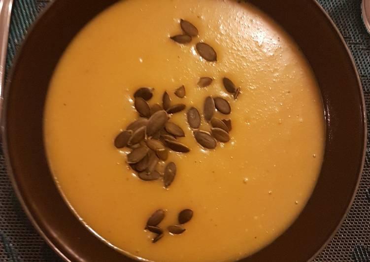 La Meilleur Recette De Soupe de butternut au lait de coco et lentilles corailles