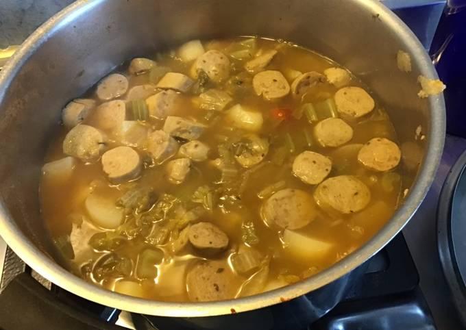 Soupe paysanne façon potée aux navets pommes de terre céleri branche et saucisses allemandes