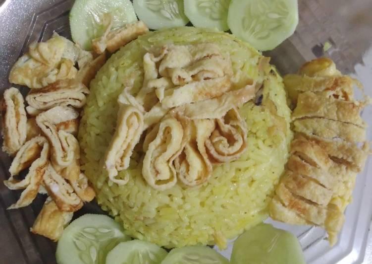 Nasi kuning tengah malam😆dengan magicom