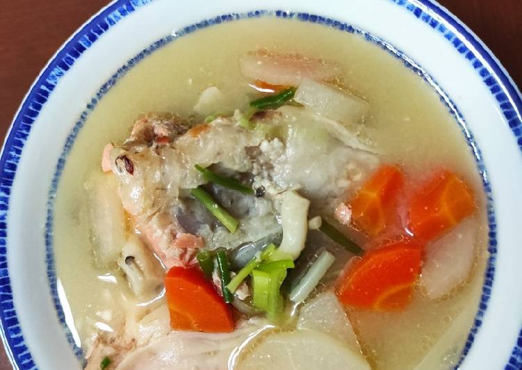 Miso Sup kepala salmon