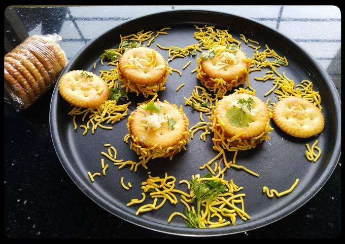 Recipe: Tasty Monaco biscuit sandwich