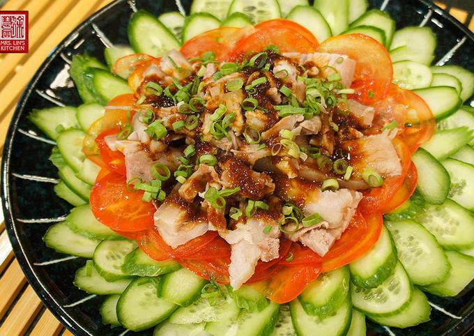 Suan Ni Bai Rou (Boiled Sliced Pork with Garlic Sauce)