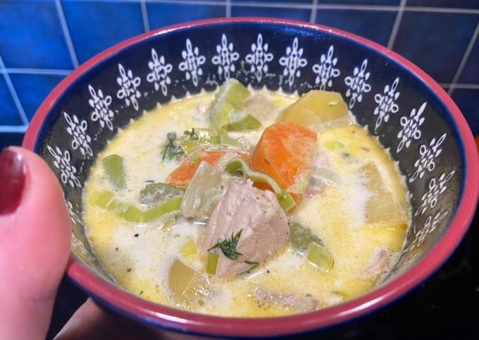 Not your regular potato and leek soup + salmon 😻