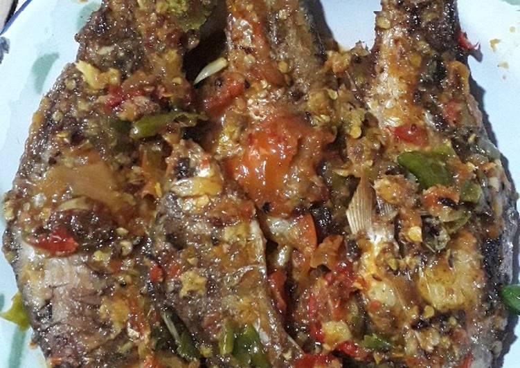 Resep Sambal Tomat Ikan Putihan Oleh Bunda Misel Cookpad